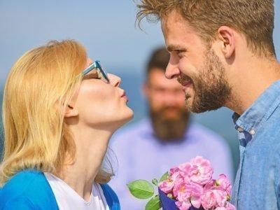 Почему любовник ревнует к законному мужу и что делать с этим